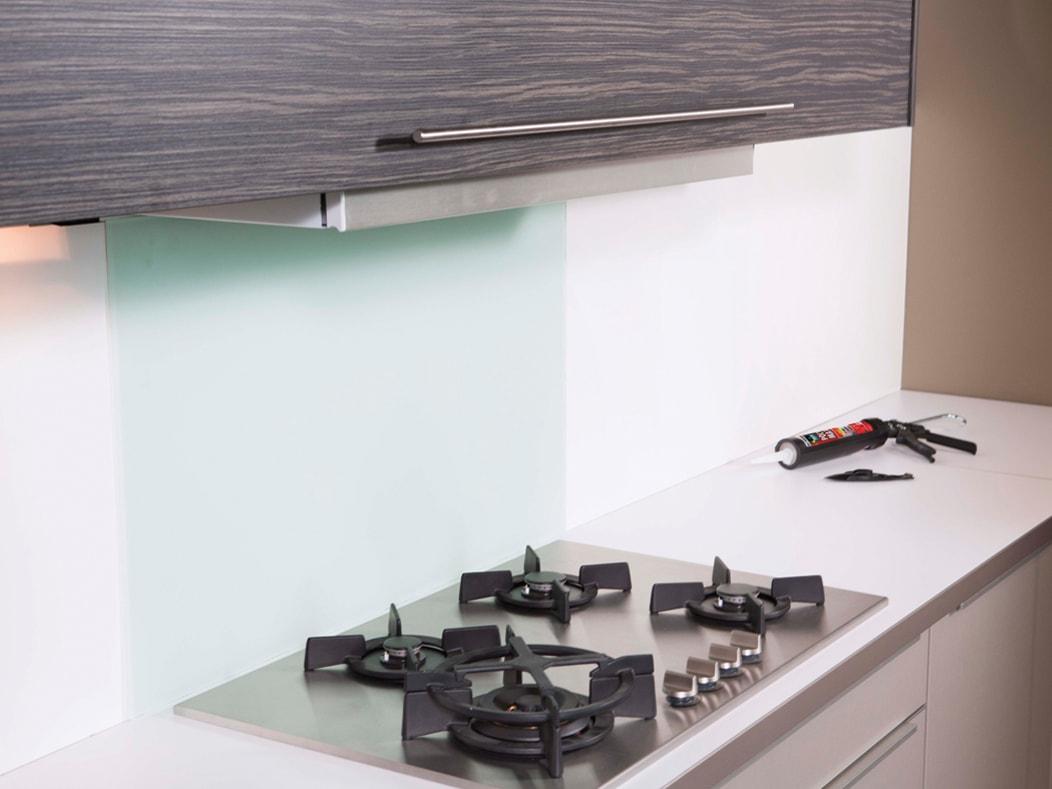 Keuken Glazen Achterwand : Bison achterwand fornuis monteren afkitten